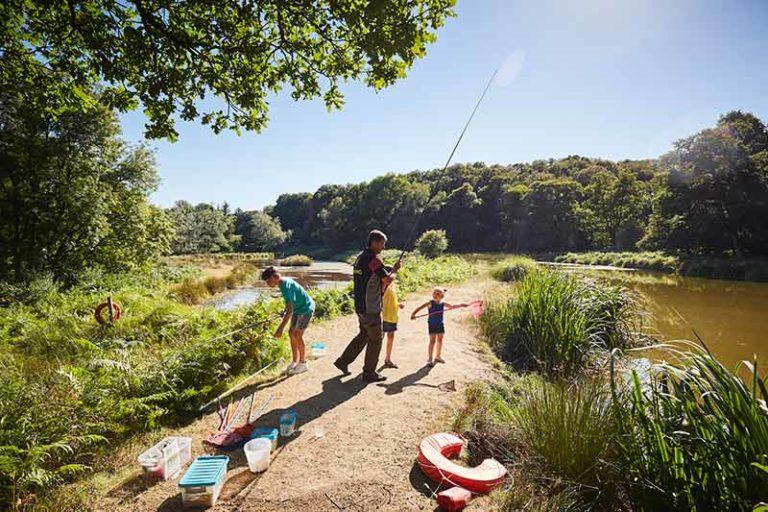 Initiation à la pêche sur un lac en Bretagne